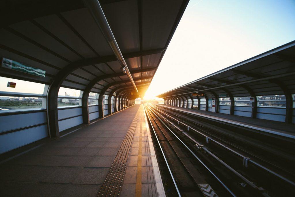 Günstige-Flüge-kaufen-Anreise-per-Zug