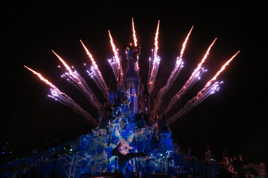 Urlaub-mit-Teenagern-Disneyland-bei-Nacht
