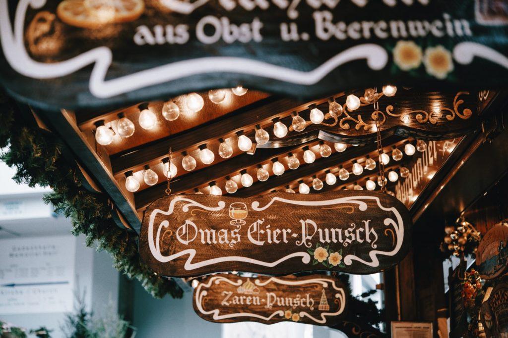 Wochenende-im-Dezember-Berliner-Weihnachtsmarkt-Alexanderplatz